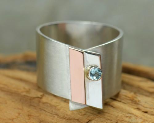 Design-ring aquamarijn en zilver, roodgoud, aquamarijn, lichtblauwe edelsteen, handgemaakt door LYAM edelsmeden