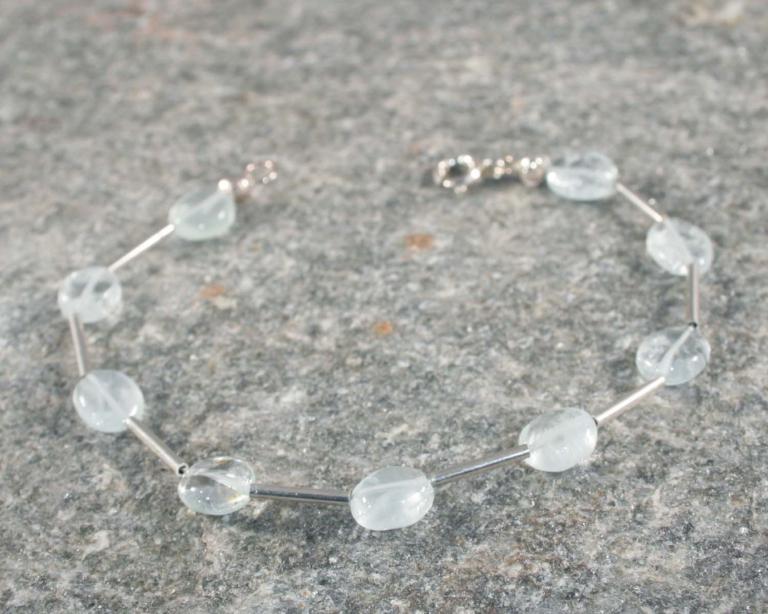 Armband aquamarijn en zilver lichtblauwe edelsteen edelstenen zilveren basic ontwerp