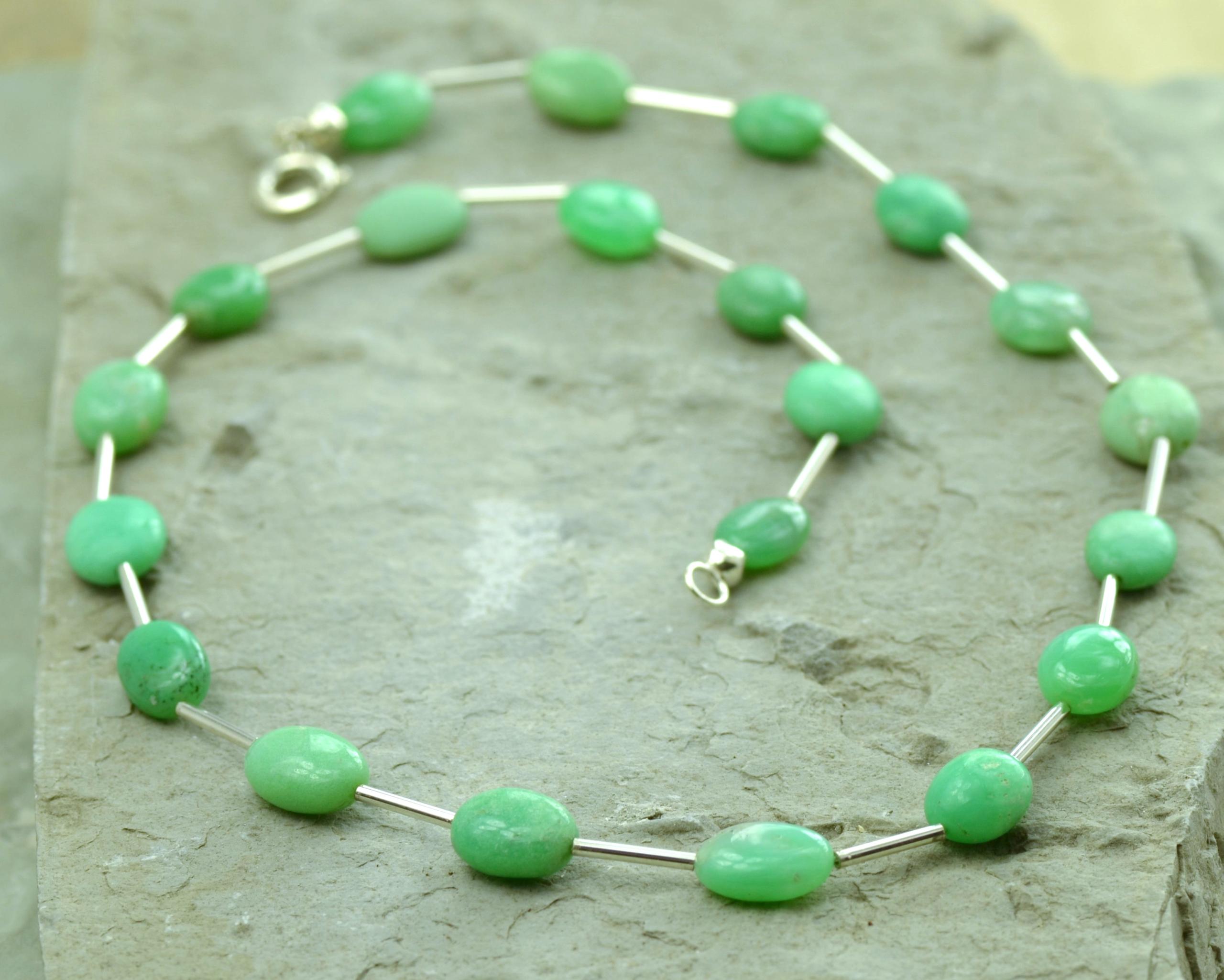 Ketting Chrysopraas en zilver: basic model, groene edelsteen van vernieuwing, handgemaakt