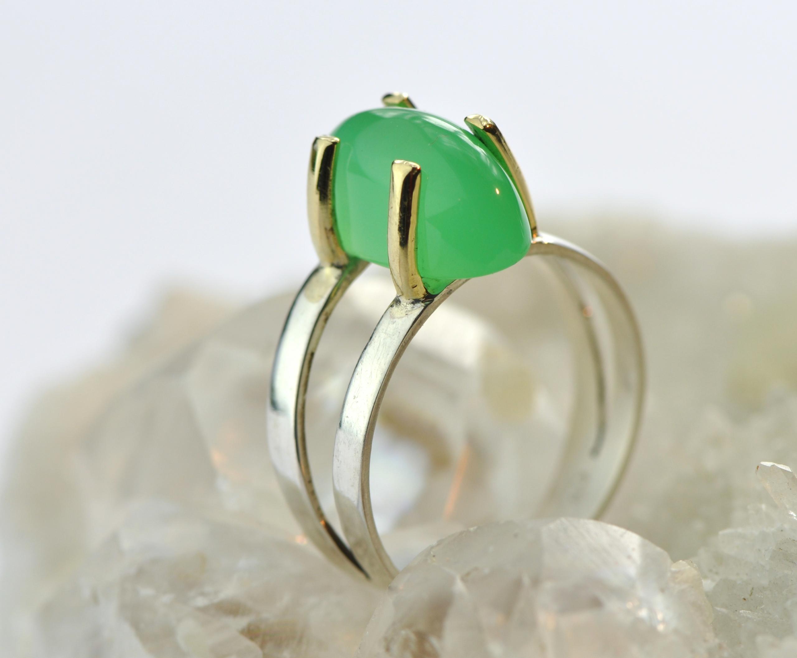 Ring chrysopraas met zilver en goud, New Beginnings, steen van vernieuwing, bijzonder vormgegeven en handgemaakt door LYAM edelsmeden edelsmid