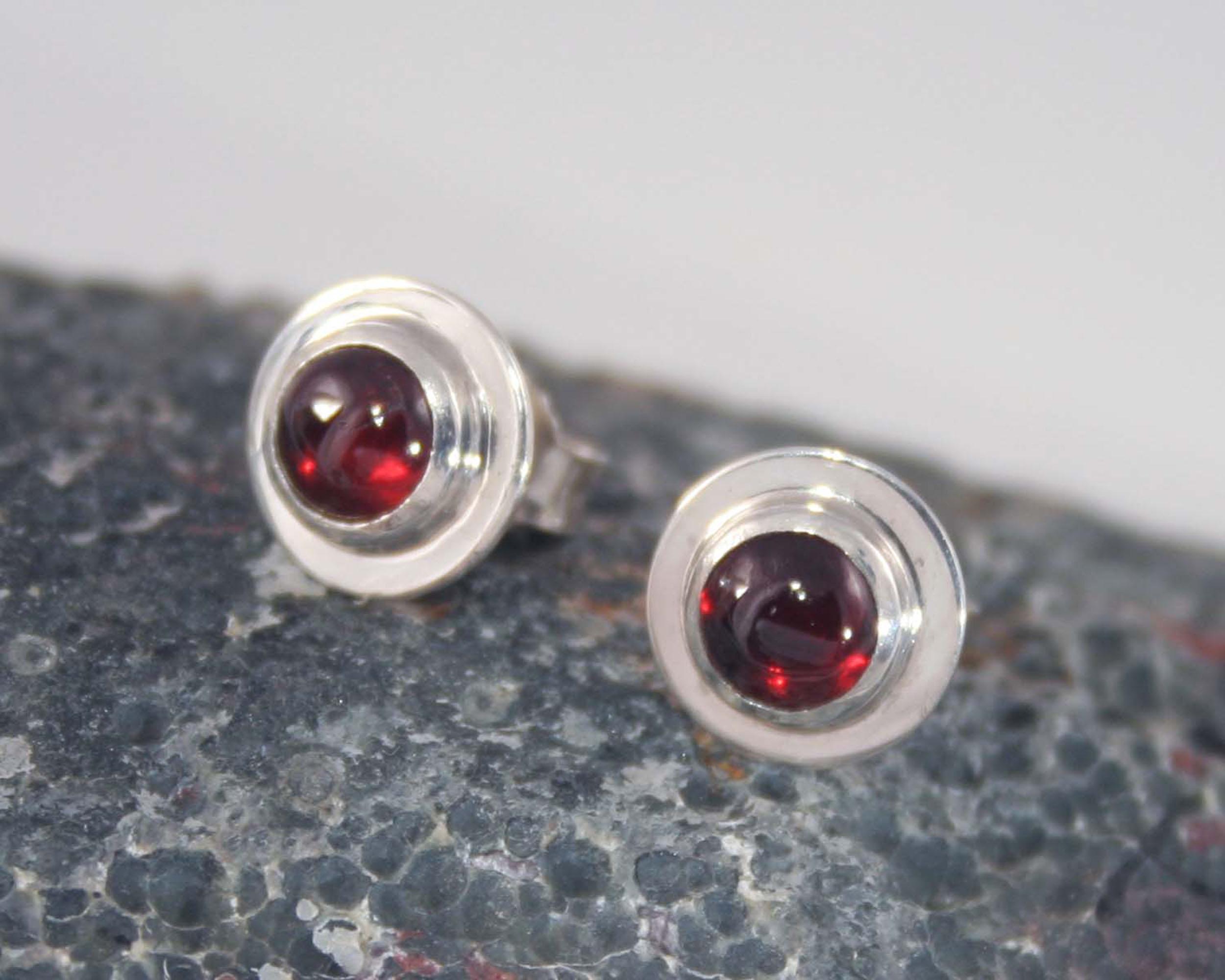 zilveren oorbellen Basic Granaat