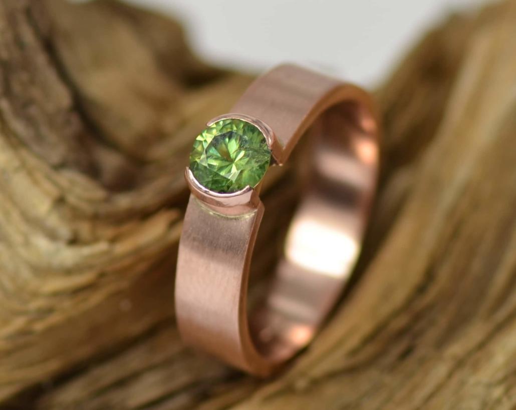 ring demantoid roodgoud met groene granaat (demantoid) handgemaakt LYAM edelsmeden
