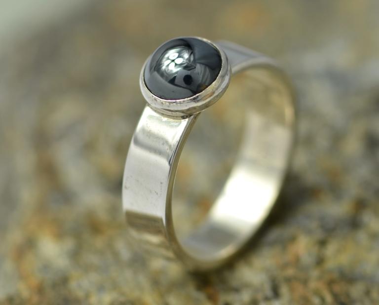 Ring hematiet en zilver