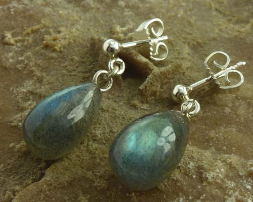 oorbellen oorhangers labradoriet blauw grijs zilver pampelvorm