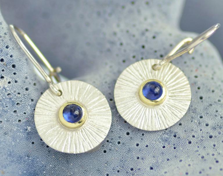 zilveren oorbellen met saffier, poëzie, gedicht, handgemaakt LYAM edelsmeden