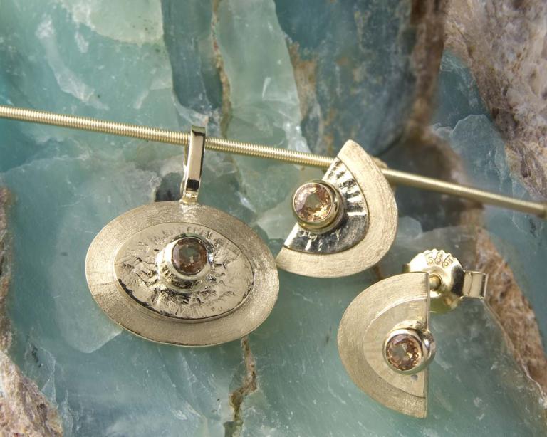 """gouden oorbellen met oranje saffier """"Honey"""",, handgemaakt door LYAM edelsmeden"""