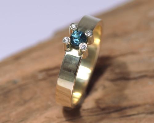 Herenring of damesring toermalijn, diamant en goud, ook damesring, uniek exemplaat handgemaakt door LYAM edelsmeden blauwgroene toermalijn indicoliet