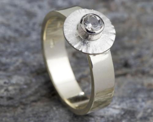 Ring goud en witte topaas handgemaakt