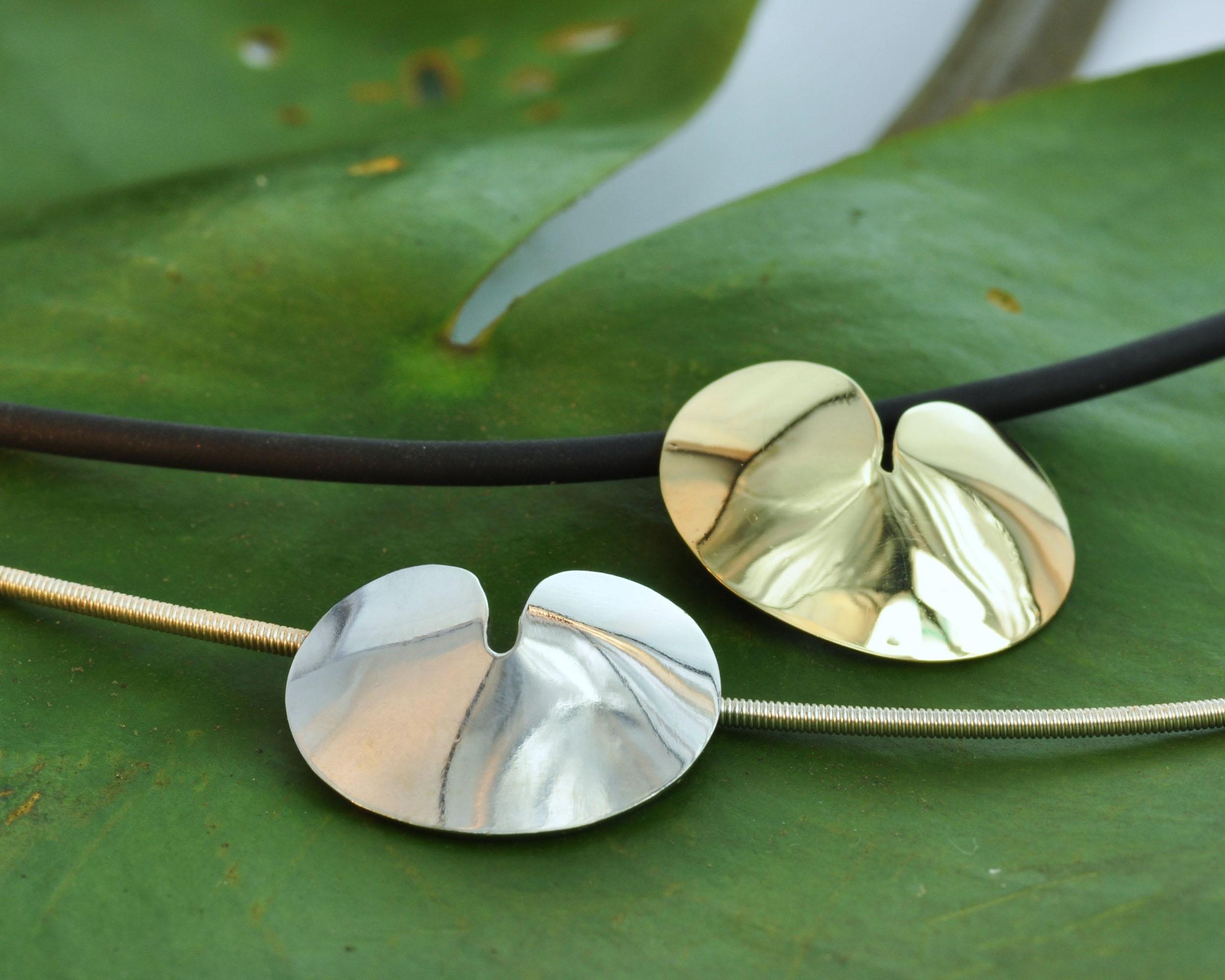 zilveren hangers pompebledsje pompeblaadje Fries symbool zilveren spang