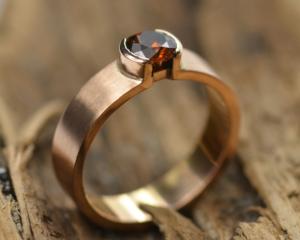 Roségouden ring met roodbruine diamant handgemaakt roségoud roségouden