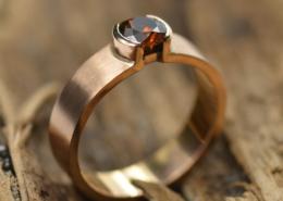 Gouden ring met roodbruine diamant, gematteerd, handgemaakt door LYAM edelsmeden