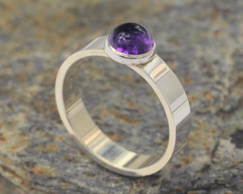 Ring Amethist zilver met paarse amethist, Basic model, handgemaakt door LYAM edelsmeden