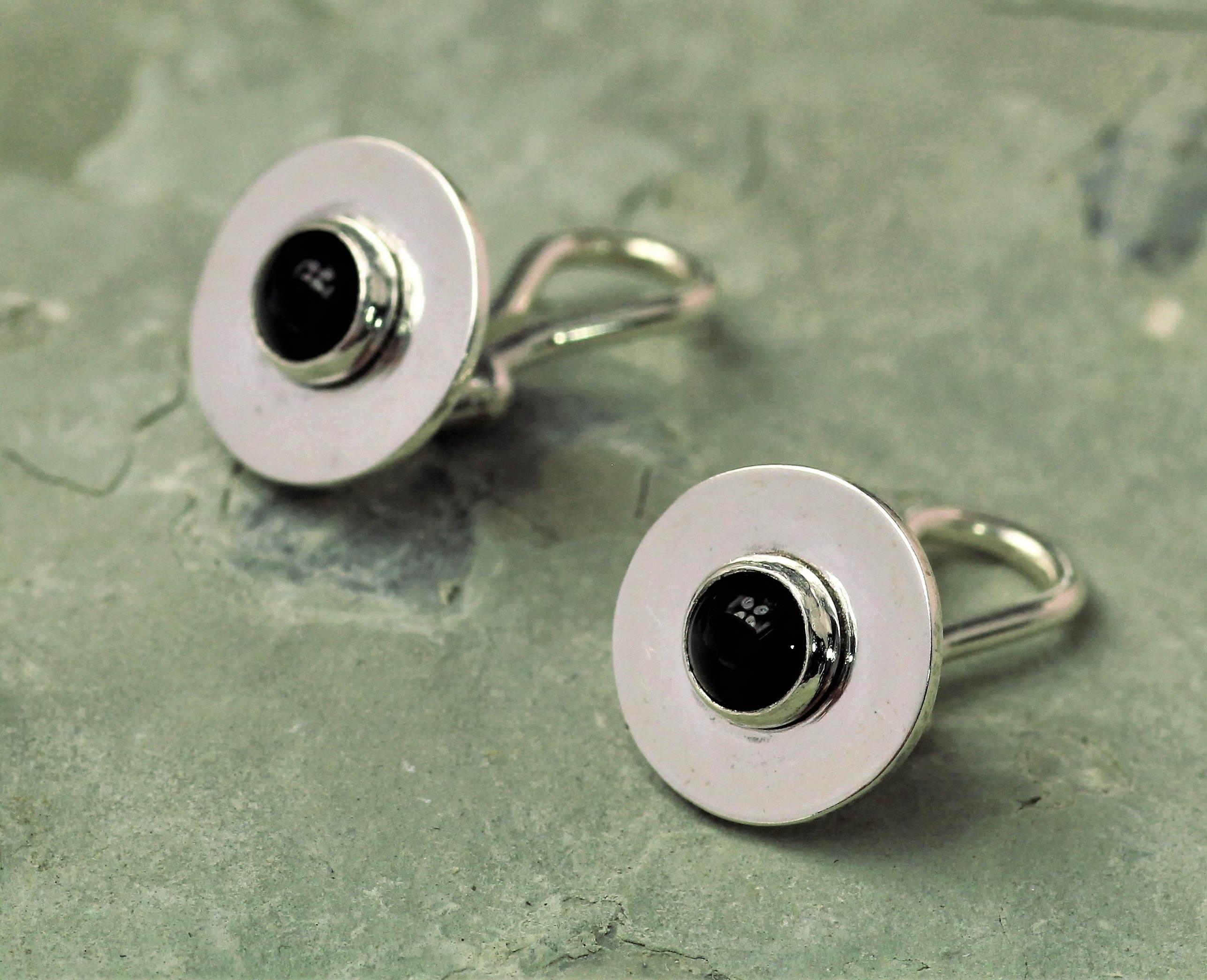 Oorbellen Onyx Clips van zilver met zwarte onyx, handgemaakt door LYAM edelsmeden