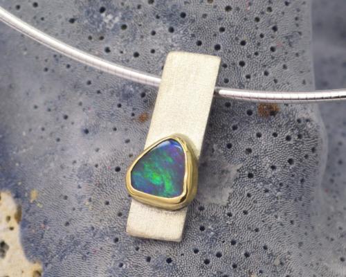 Zilveren hanger met opaal, handgemaakt
