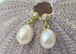 Oorbellen Parel en Saffier witte saffier roze parel geel goud oorstekers