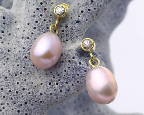 Oorbellen Parel en saffier, gouden oorstekers, handgemaakt