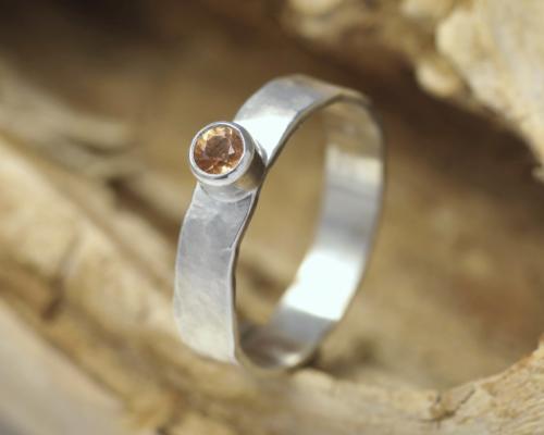 Zilveren ring mandarijngranaat oranje granaat handgemaakte ring edelsmid edelsmeden gehamerd