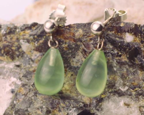 Zilveren oorhangers met prehniet, groene edelsteen oorbellen