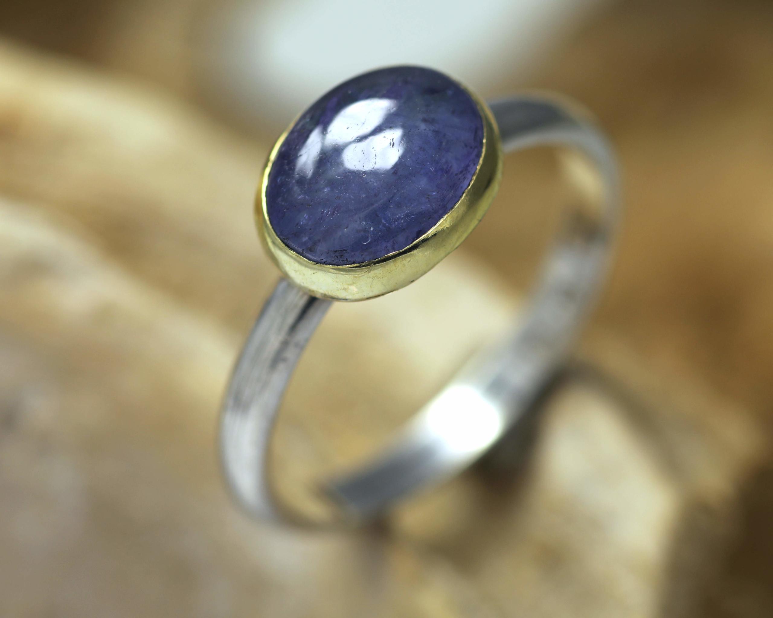 Ring van goud en zilver met tanzaniet blauwe edelsteen saffier handgemaakte ring smalle ring LYAM edelsmeden