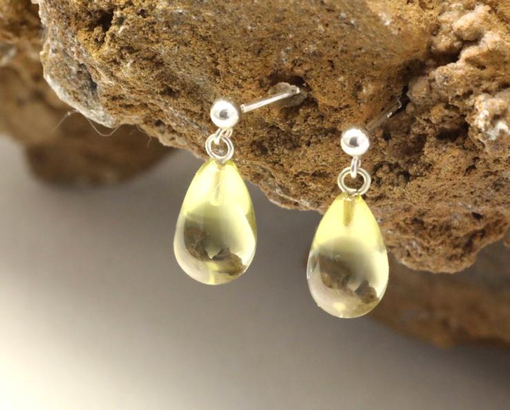 Oorbellen oorstekers citrien gele lemon zilveren oorstekers druppelvorm druppels handgemaakt edelsmid edelsmeden