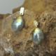 Oorbellen oorstekers blauwe gele labradoriet labradorieten en goud gouden gehamerd handgemaakt door LYAM edelsmeden