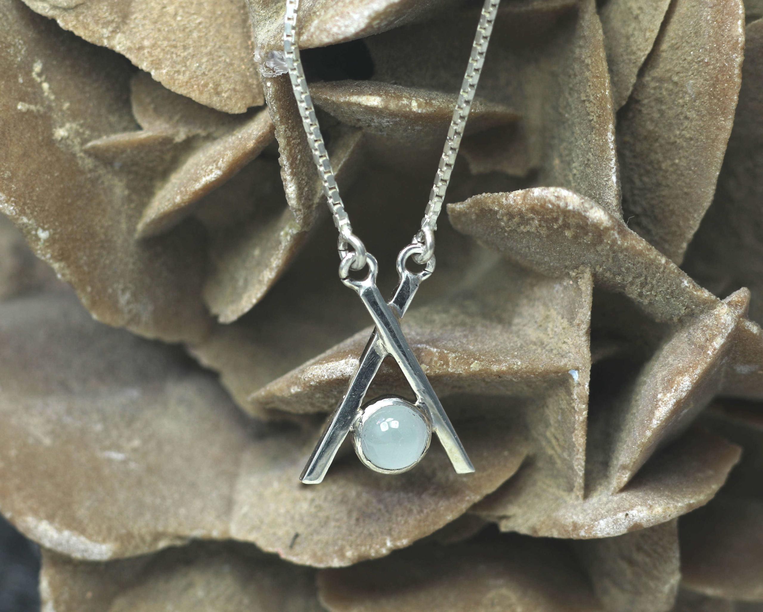 Ketting Silky Aquamarijn en zilver: handgemaakt door LYAM edelsmeden, bijzonder vormgegeven, uniek.