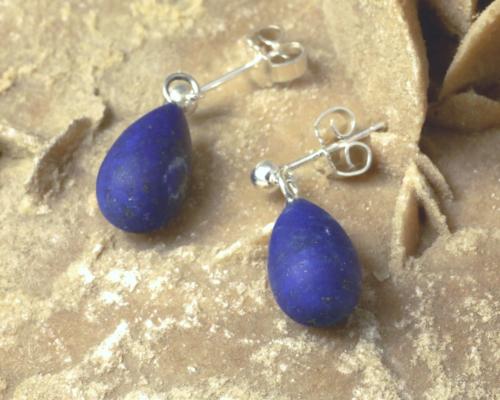 Oorbellen Lapis lazuli Pampel mat gematteerd diepblauw koningsblauw zilveren oorstekers handgemaakt druppelvormig