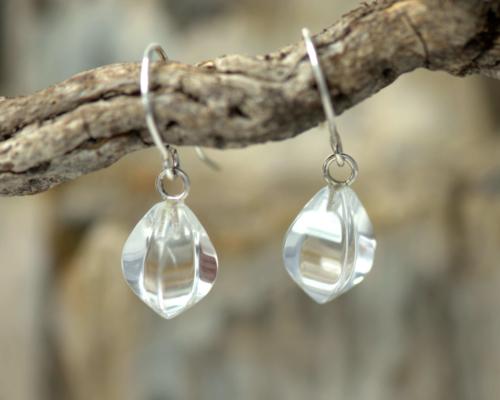 Zilveren oorhangers met heldere bergkristal. Oorbellen Oorhangers zilver zilveren bergkristal heldere handgemaakt door LYAM edelsmeden